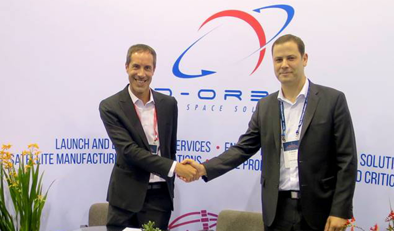 The launch agreement signed by Renato Panesi, CCO of D-Orbit, and Fabien Jordan, CEO of Astrocast.