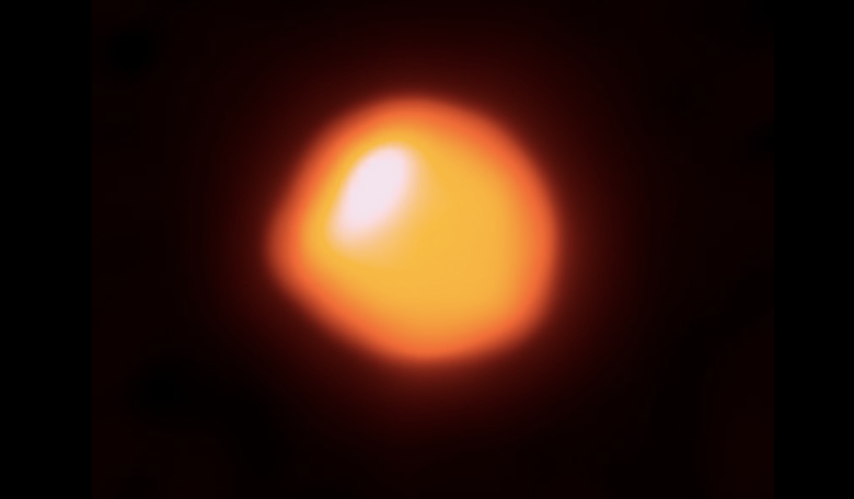 This orange blob shows the star Betelgeuse, as seen by the Atacama Large Millimeter/submillimeter Array (ALMA). This first attempt by ALMA has resulted in the highest-resolution image of Betelgeuse available. Image: ALMA