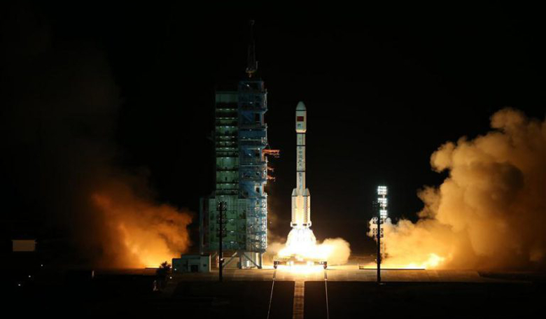 The Tiangong 2 space lab launched Thursday from the Gobi desert riding on top of a Long March 2F T2 rocket. Image: Xinhua