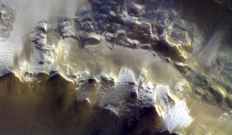The ExoMars Colour and Stereo Surface Imaging System, CaSSIS, captured this view of the rim of Korolev crater (73.3ºN/165.9ºE) on 15 April 2018. Image: ESA