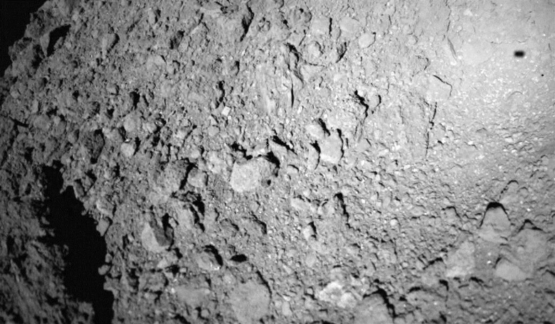 MASCOT took this photo as it descended toward Ryugu on 3 October. Its shadow is visible in the upper right corner. Image: JAXA, University of Tokyo, Kochi University, Rikkyo University, Nagoya University, Chiba Institute of Technology, Meiji University,