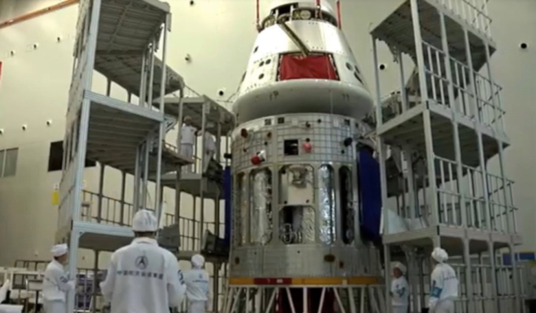 The crew module (top) and service module of the new Chinese crewed spacecraft. Image: CAST
