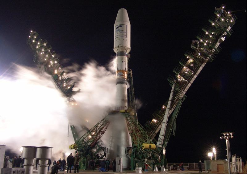 Soyuz-on-the-launch-pad-at-Baikonur-cosmodrome.jpg
