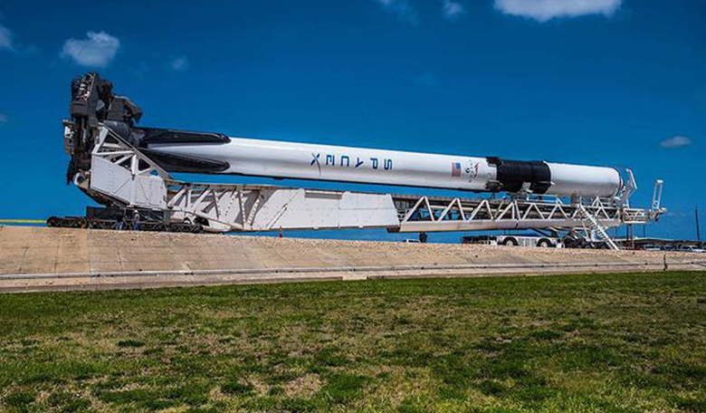 SpaceX's Block 5 Falcon 9 rolling out to its launchpad. Image: Elon Musk / SpaceX
