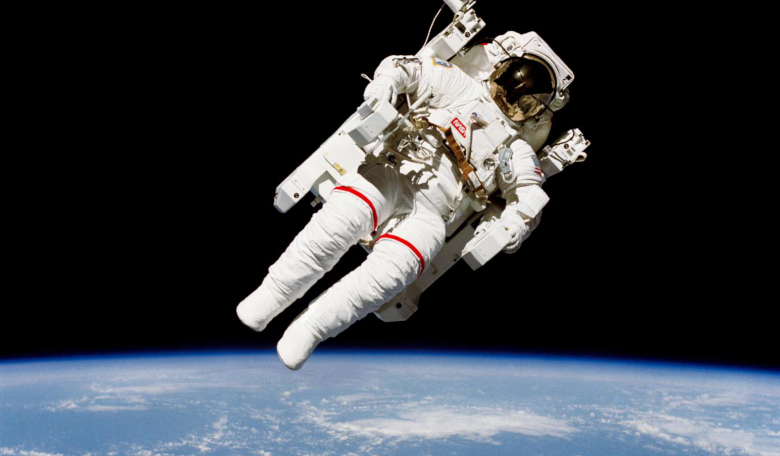 Russia and Space Adventures sign contract to offer first tourist spacewalk - ROOM Space Journal