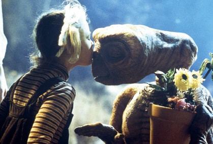 Le film 1982 de Steven Spielberg ET The Extra-Terrestrial met en scène un extraterrestre adorable.