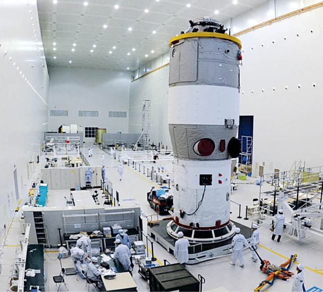issue8-Tiangong-1-during-final-test-and-launch-preparation.jpg
