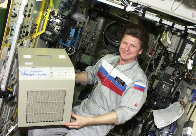issue8-fig-6-installing-the-potok-150mk-air-cleaner-on-the-iss.jpg