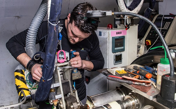 Re-soldering of the last splice during the first long shutdown at the Large Hadron Collider